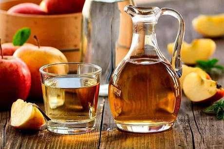 7. O vinagre de maça também neutraliza odores da geladeira. Fonte: Greenme