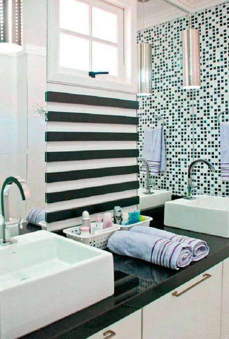 9. Banheiro com cuba branca e bancada verde ubatuba granito. Fonte: Pinterest