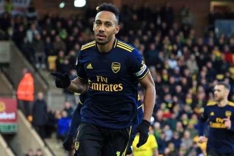 Aubameyang em campo pelo Arsenal (Foto: LINDSEY PARNABY / AFP)