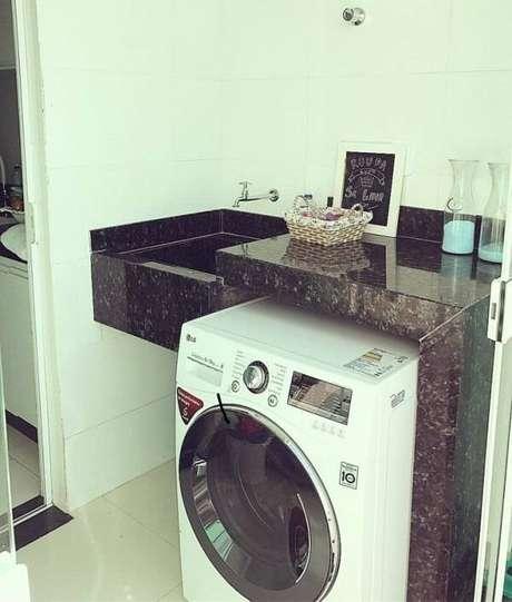 13. A lavanderia recebeu uma acabamento especial com granito. Fonte: Casa71 2