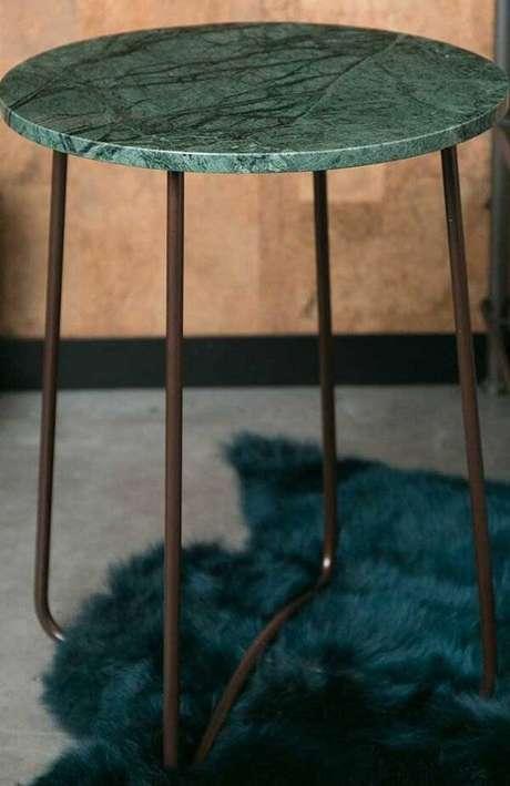 19. Banqueta com assento feito em granito verde Ubatuba. Fonte: Pinterst