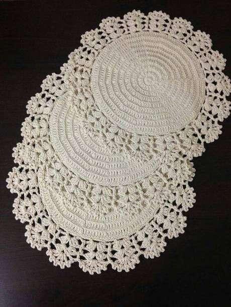 11. Veja como fazer centro de mesa de crochê redondo – Via: Artesanato passo a passo