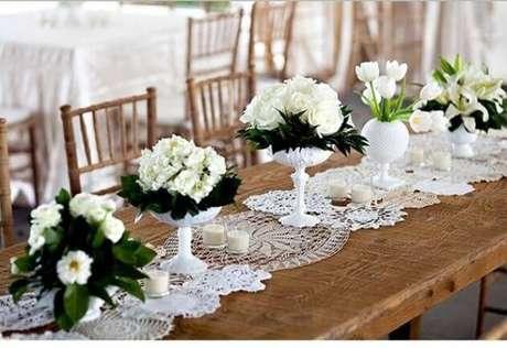 16. Sua decoração de casamento também pode ter um centro de mesa em crochê lindo na mesa de jantar – Via: Pinterest