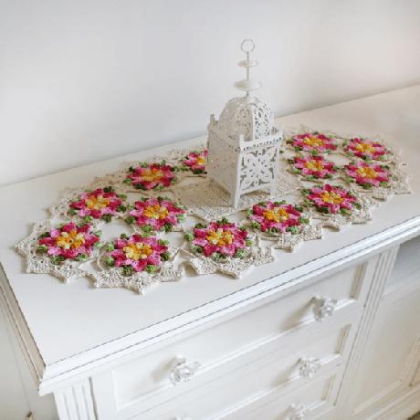 26. Centro de mesa em crochê com flores – Via: Euroma