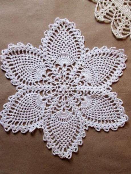 34. Flores em crochê como centro de mesa – Via: Pinterest