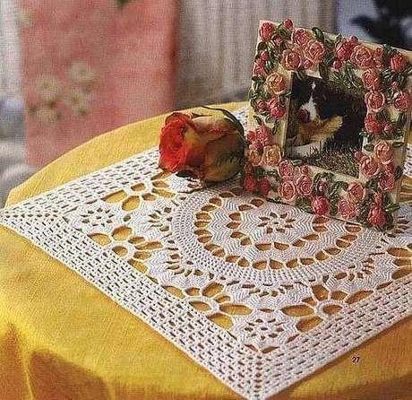 44. Use o centro de mesa para destacar sua decoração – via: Pinterest
