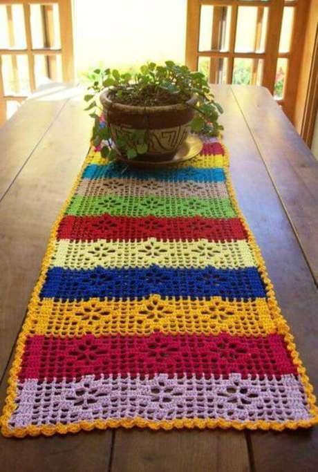50. Centro de mesa colorido – Via: Revista artesanato