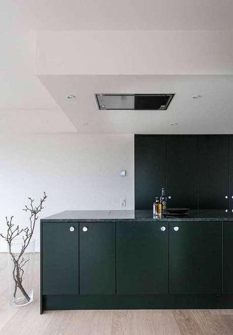 33. Cozinha minimalista com bancada de granito verde ubatuba. Fonte: Pinterest