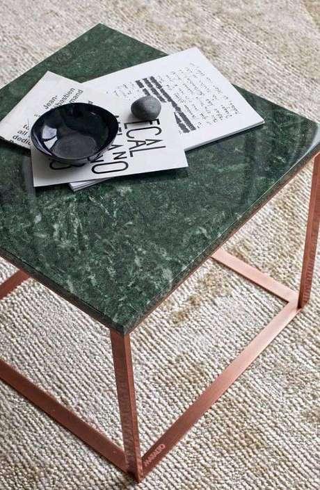 36. Mesa de centro feita de granito verde ubatuba. Fonte: Pinterest