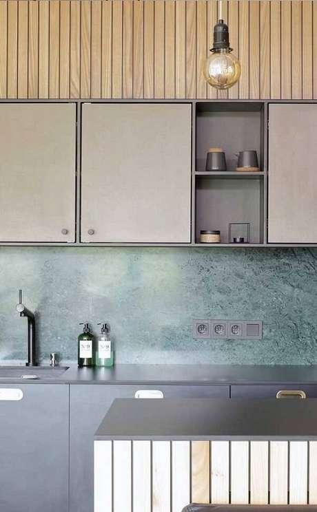 51. Cozinha com parede de granito verde ubatuba. Fonte: Pinterest