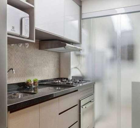 58. O granito se destaca na decoração da cozinha. Fonte: Pinterst