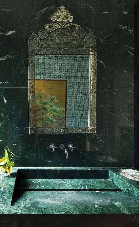 64. Revestimento do banheiro feito com granito verde ubatuba. Fonte: Pinterst