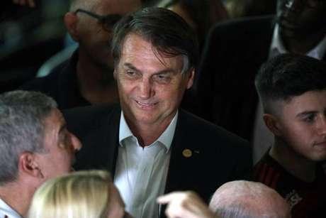 'Pergunta para a sua mãe', diz Bolsonaro sobre caso Queiroz