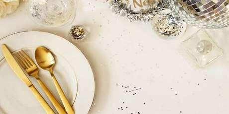 1. Monte uma belíssima mesa posta de Ano Novo. Fonte: Shutterstock