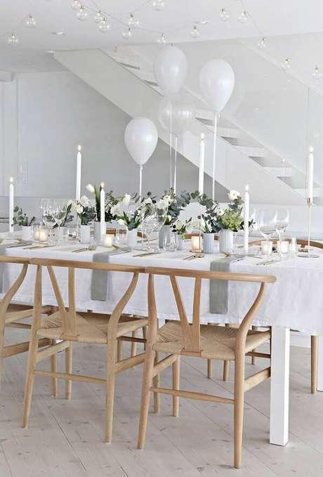 2. Receba amigos e familiares ao redor de uma mesa. Fonte: Pinterest