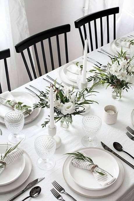 5. As velas sempre possuem um lugar de destaque na mesa. Fonte: Pinterest