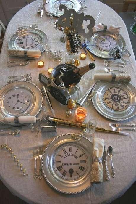 7. Invista em relógios na decoração como uma forma de simbolizar a contagem regressiva. Fonte: Pinterest