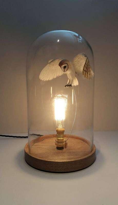 29. A iluminação pode ser parte importante da redoma. Foto: Paper and Wood