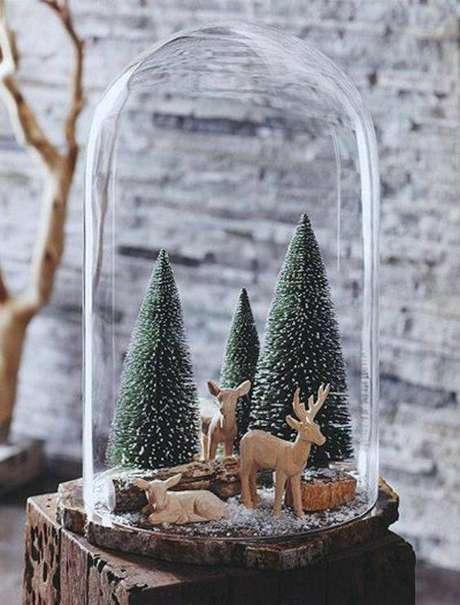 41. Um lindo exemplo de redoma como elemento de decoração natalina. Foto: Gravetics