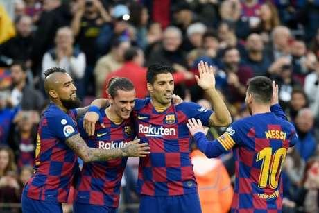 Quarteto do Barcelona foi responsável pelos quatro gols marcados pelo time na partida (LLUIS GENE / AFP)