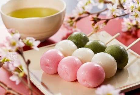 O dango é um tradicional doce japonês que acompanha o chá-verde
