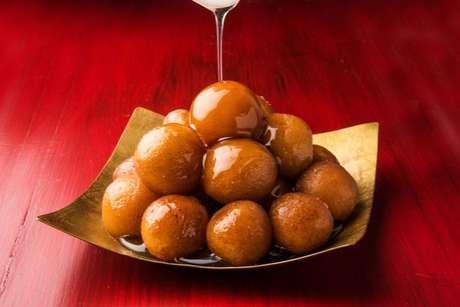 O tradicional doce gulab jamun da Índia