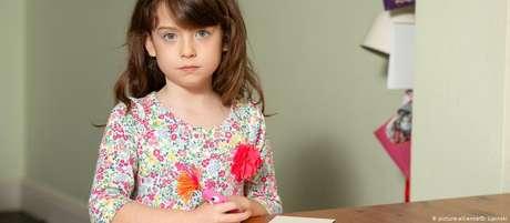 Florence descobriu pedido ao abrir caixa de cartões que comprou na rede de supermercados Tesco