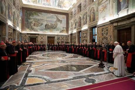 Papa Francisco pede ?mudança de mentalidade? na Igreja