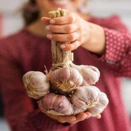 1. O alho é um dos melhores medicamentos da natureza. Fonte: Pinterest