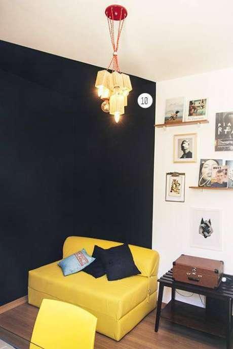 51. Lustres modernos podem ter diferentes tipos de lâmpadas. Foto: Casa Aberta