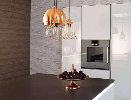 4. Lustres modernos podem estar em sua cozinha. Projeto de Cosentino