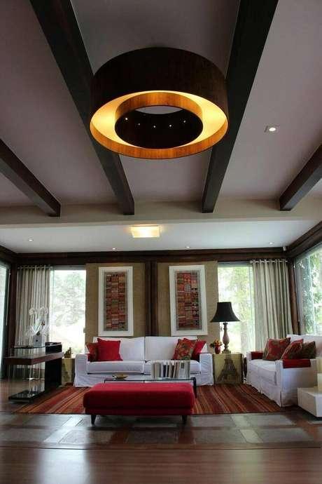 3. Salas de estar também usam muito os lustres modernos. Projeto de Bender Arquitetura