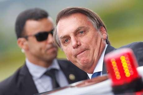 Presidente Jair Bolsonaro entra em carro na saída do Palácio da Alvorada 12/12/2019 REUTERS/Adriano Machado