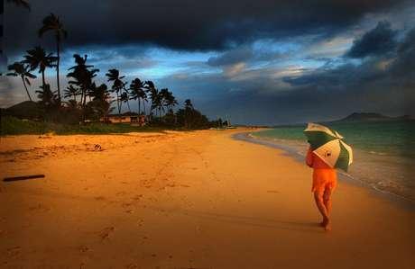 Praia de Lanikai, na ilha de Kailua, no Havaí 28/05/2004 REUTERS/Lucy Pemoni