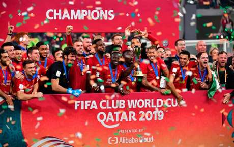 O Liverpool, campeão mundial, deita e rola no Campeonato Inglês  (Foto: Giuseppe CACACE / AFP)