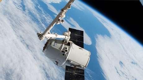 Cápsula Dragon da SpaceX já fez transporte de carga para o espaço
