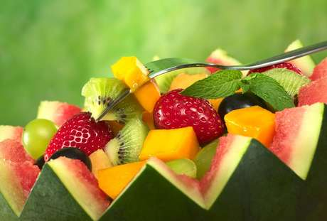 Saiba o que comer no verão para se manter hidratado e aliviar o calor