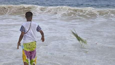 As oferendas a Iemanjá são um ritual de Ano-novo tipicamente brasileiro