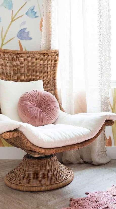 4. A poltrona giratória é um ótimo elemento decorativo. Foto: Decor Fácil