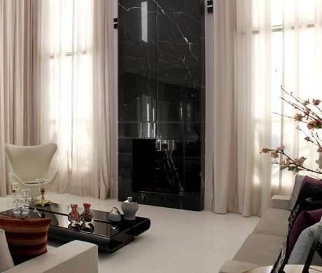 19. A poltrona giratória combina com muitos tipos de decoração. Projeto de Leonice Alves