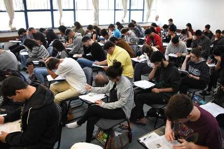 Candidatos realizam a prova da FUVEST, realizado no Cidade Universitária (USP) em São Paulo, SP