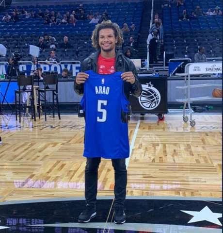 Willian Arão com a camisa do Orlando Magic (Foto: Divulgação)