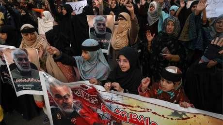 Houve protestos por Soleimani também fora no Irã, por exemplo no Iraque e no Paquistão (acima)