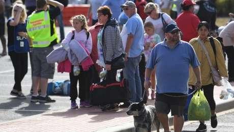 Muitas pessoas foram evacuadas de suas casas em Mallacoota e transportadas a abrigos no sudeste de Melbourne
