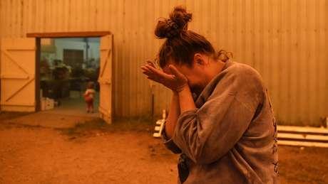 Muitos residentes foram para abrigos temporários depois de deixar suas casas