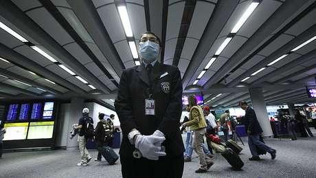 Hong Kong e Cingapura começaram a aplicar medidas de controle de circulação de pessoas vindas de região chinesa com pessoas infectadas