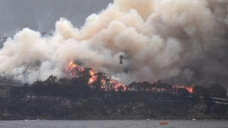 As autoridades australianas alertaram que os incêndios podem continuar ardendo por meses