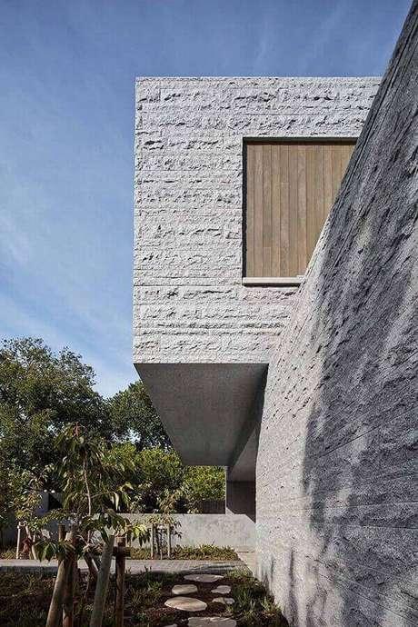 10. Inove no projeto e estrutura uma fachada de pedra miracema. Fonte: Pinterest