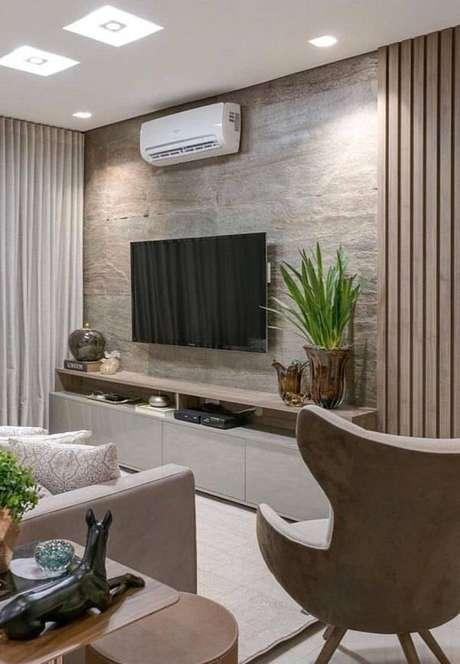 27. Sala de estar com parede feita com pedra miracema. Fonte: Pinterest