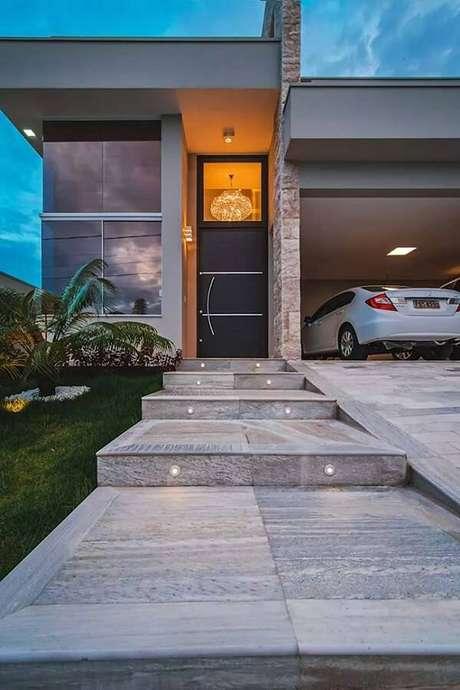 28. Pedra miracema para a entrada da casa. Fonte: Pinterest